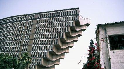 Готель Du Lacзроблений у формі перевернутої піраміди - фото 1