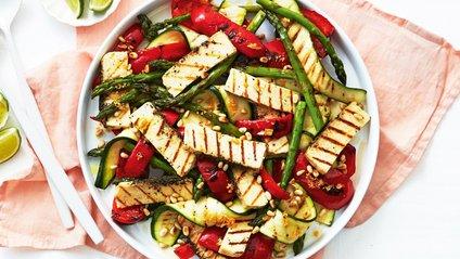 З цим інгредієнтом салати стають ще кориснішими - фото 1