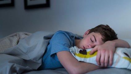 Школярам рекомендують спати в обідню пору - фото 1
