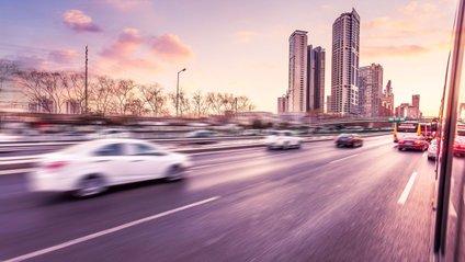 Автомобілі зможуть передавати інформацію пішоходам і навпаки - фото 1