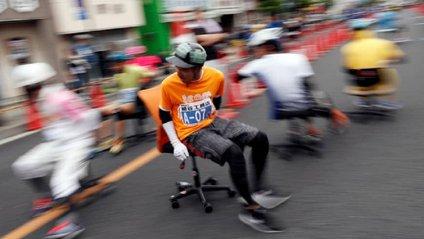 Перегони на стільцях в Японії - фото 1