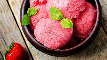 Домашнє полуничне морозиво - фото 1