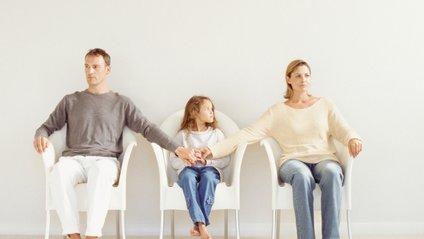 Розлучення негативно впливає не лише на емоційний стан дитини - фото 1