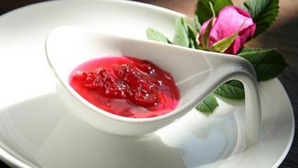 Варення з пелюсток троянд: смачні рецепти повидла з рожі у фото - фото 1