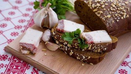 Бутерброд із салом і часником - фото 1