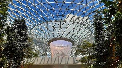 Вражаючий аеропорт у Сінгапурі - фото 1