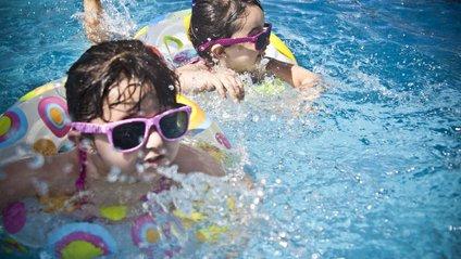 Коли дітям пора носити окуляри від сонця - фото 1