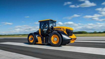 Трактор розігнали до шаленої швидкості - фото 1