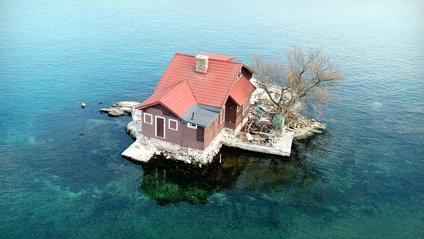 Цей невеликий острів має площу трохи більше 300 м² - фото 1