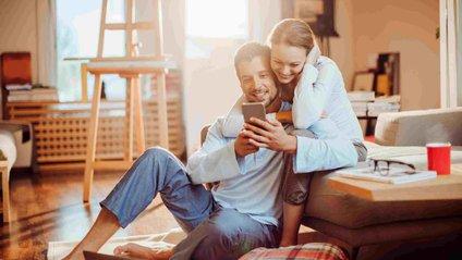Залежність від смартфонів впливає на інтимне життя - фото 1