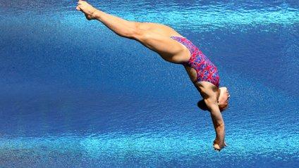 У спортсменки випали груди з купальника - фото 1