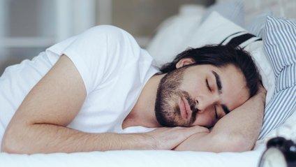 Молоко забезпечить міцний здоровий сон - фото 1