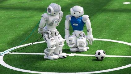 Як роботи зіграли у футбол - фото 1