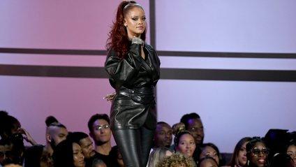 Rihanna вразила перевтіленням на гейшу - фото 1
