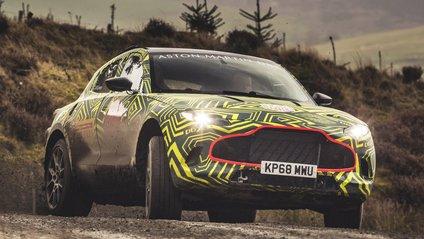 Aston Martin DBX вражає динамікою і швидкістю - фото 1
