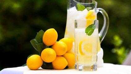 Як вода з лимоном впливають на здоров'я - фото 1