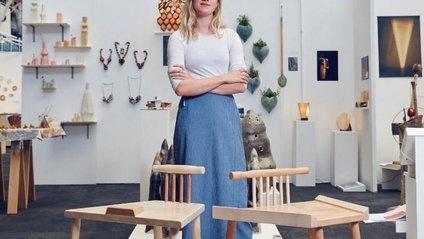 Зручно чи ні: британка створила стільці для жінок і чоловіків - фото 1