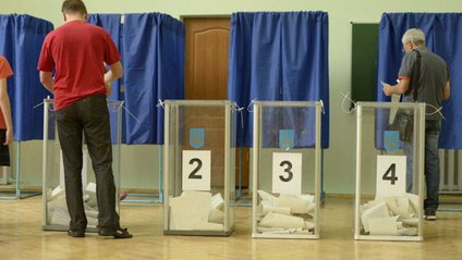 У Миколаєві чоловік під час голосування зняв труси - фото 1