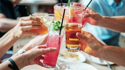 Чому люди напиваються до втрати свідомості - фото 1