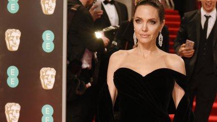 Також Анджеліна Джолі знялася для ELLE - фото 1