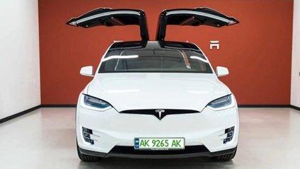 В Україні впроваджують зелені номери для електромобілів - фото 1