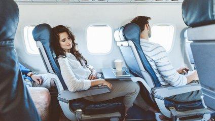 Поради, які допоможуть заснути в літаку - фото 1