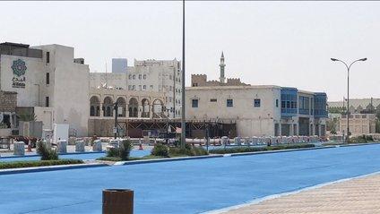 У Катарі пофарбували дорогу у синій колір - фото 1