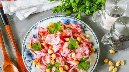 Рецепт салату з помідорами - фото 1