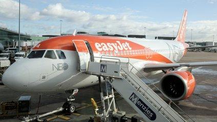 На рейсі літака EasyJet пасажир замінив пілота - фото 1
