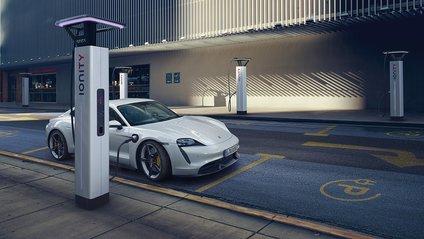 Серійний електрокар Porsche Taycan - фото 1