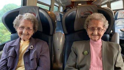 Бабці у свої 95 виглядають дуже круто! - фото 1