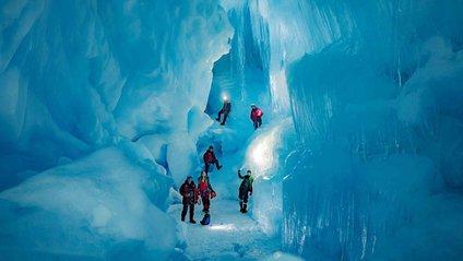 Льодова печера в Антарктиді - фото 1