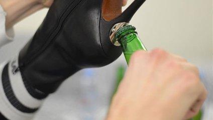 Новий тренд: з'явилися фото чобіт для любительок випити - фото 1