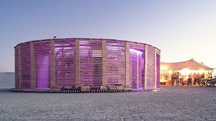 Дерев'яна сауна на фестивалі Burning Man - фото 1