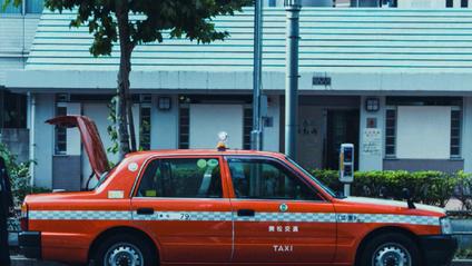 Яскраві таксі Японії - фото 1