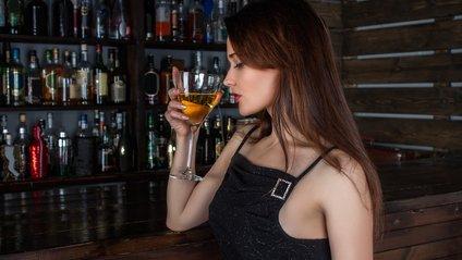 Дівчина у барі стала зіркою Reddit - фото 1