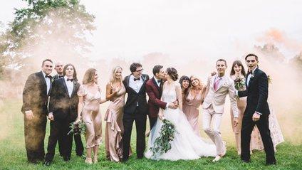 Дівчина прийшла на весілля в бюстгальтері і підірвала мережу: епічне фото - фото 1