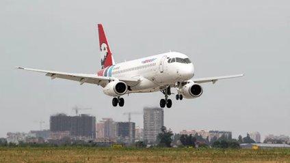 Посадку літака на обледенілу смугу зняли на відео: не для слабкодухих - фото 1