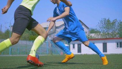 Користувачі мережі не можуть повірити у цей незвичайний футбольний трюк: відео - фото 1