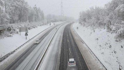 Францію накрив снігопад - фото 1