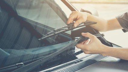 Як очистити двірники авто - фото 1