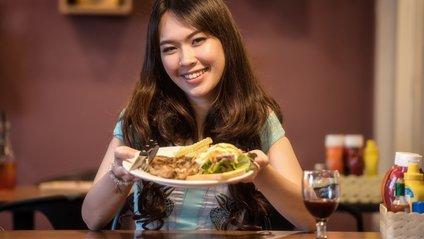 Жінкам не варто їсти м'ясо та чіпси - фото 1