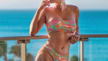 Сара Андервуд в купальниках - фото 1