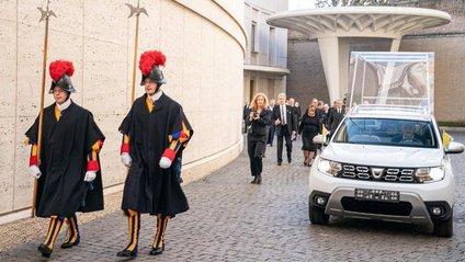 Папа Римський пересів на нове авто: фото спецверсії позашляховика - фото 1