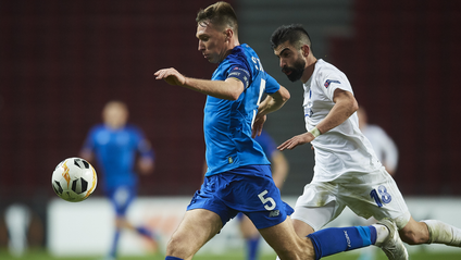Сергій Сидорчук заробив червону в матчі - фото 1