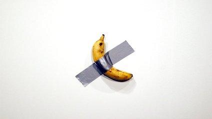 Приклеєний до стіни скотчем банан продали за шалену суму: фотофакт - фото 1