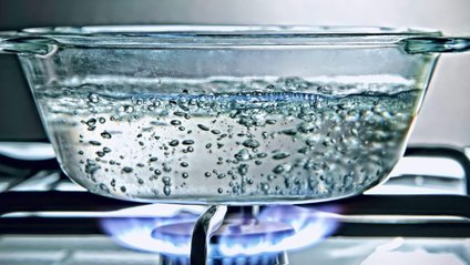 Бульбашки повітря завжди підіймаються наверх посудини - фото 1