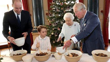 Дивіться, як чотири покоління королівської сім'ї готують пудинг - фото 1