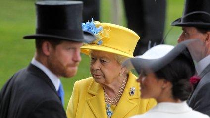 З'явилася реакція Єлизавети II на складення повноважень принцом Гаррі та Меган Маркл - фото 1