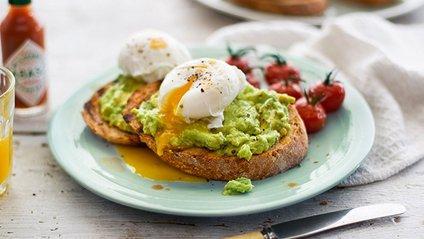 Науковці рекомендують снідати в один і той же час - фото 1
